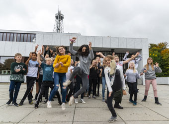 Children from Filstedvejens School and Tino Sehgal (2018)